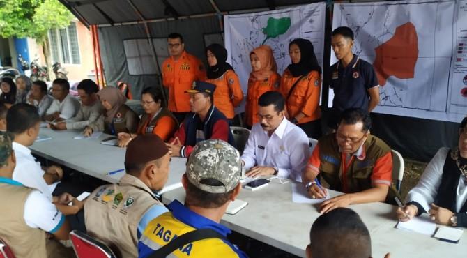 Bupati Limapuluh Kota pimpin rapat koordinasi penanggulan bencana dengan stakeholder terkait di Posko Bencana