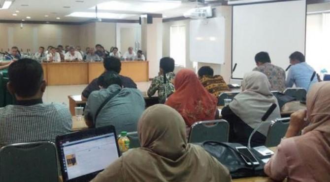 Audiensi pihak kampus dengan dosen muda yang unjukrasa Selasa (9/4)