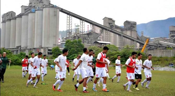 Para pemain Semen Padang FC saat menggelar latihan di Indarung.