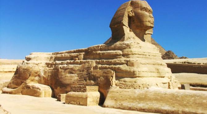 Sphinx, salah satu peninggalan Mesir kuno yang fenomenal dengan hidung patah.