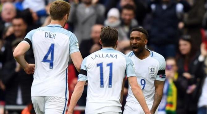 Para pemain timnas Inggris melakukan selebrasi usai mencetak gol ke gawang Lithuania.