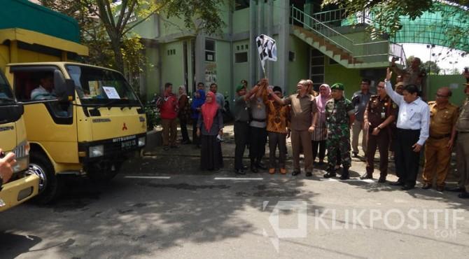 Pendistribusian surat suara surat KPU Kota Payakumbuh.