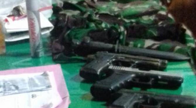Senjata yang digunakan TNI Gadungan untuk merapok di Jambi
