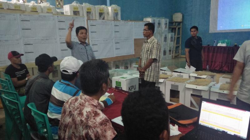Salah seorang saksi Partai Nasdem sampaikan komplain saat proses rekapitulasi