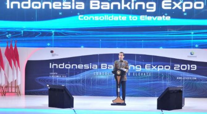 Presiden Jokowi memberikan sambutan pada Pembukaan Indonesia Banking Expo 2019, di Ballroom Hotel Fairmont, Jakarta