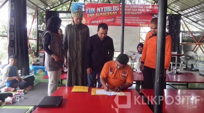 Penandatanganan pernyataan sikap FPMS dan Ormas di Payakumbuh.