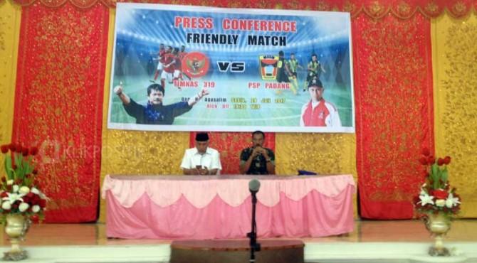 Konferensi pers pertandingan ujicoba PSP Padang kontra Timnas U-19.