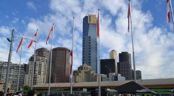Usai upacara pengibaran bendera di Kantor KJRI Melbourne, Kamis pagi (17/08), perayaan HUT RI ke-72 digelar di Federation Square,