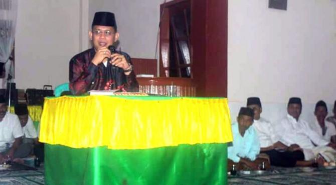 Wabup Pasaman, Atos Pratama saat mengunjungi masjid Istiqomah  kampung dalam, Nagari Simpang Tonang, Kecamatan Duo Koto