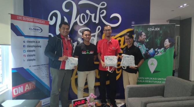 Go Jek cabang Padang mengadakan roadshow ke kantor Grapari Telkomsel Padang, Senin pagi (4/3)