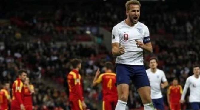 Striker Inggris Harry Kane (kiri) melakukan selebrasi setelah mencetak gol ke gawang Montenegro di Wembley Stadium pada kualifikasi Piala Eropa 2020.