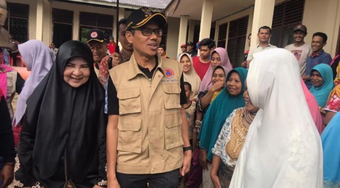 Gubernur Sumbar Irwan Prayitno bersama Istri Nevi Zuairina Irwan Prayitno di Pasaman
