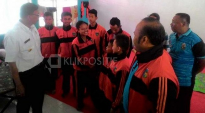 Bupati Pessel mengunjungi atlet pada Porprov 2016 lalu di Padang