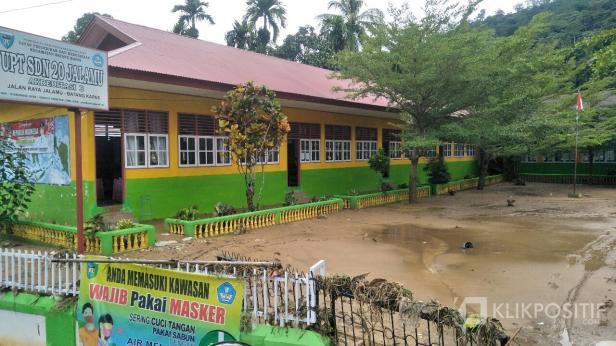 Sisa genangan banjir di SDN 20 Jalamu Batangkapas