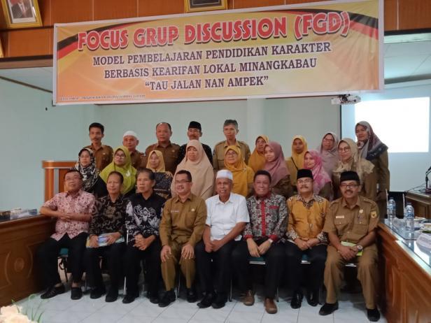 Alfian Jamrah bersama peserta FGD