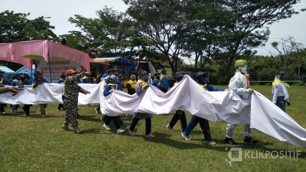 Simulasi tanaga saat peresmian KSB Nagari Kambang di Pessel