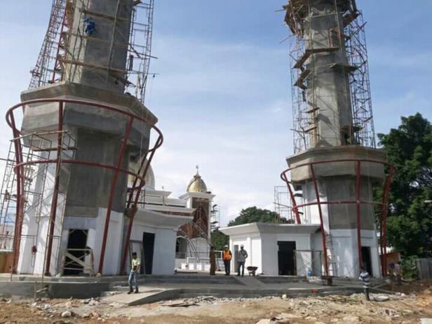Novermal Yuska atas nama Komisi III DPRD Pessel saat meninjau langsung pengerjaan Masjid Terapung