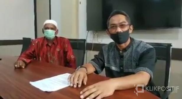 H. Dedi (Kanan) bersama H. Desmon usai video conference pengumuman sembuh beberapa waktu lalu di Balai Kota Payakumbuh