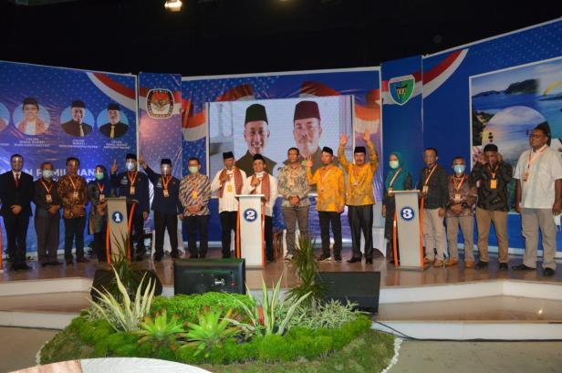 Debat putaran pertama yang digelar KPU Pessel di salah satu studio televisi di Padang