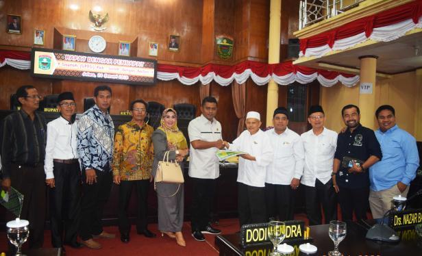 Ketua DPRD Kabupaten Solok, Jon Firman Pandu menerima laporan dari pengurus Baznas
