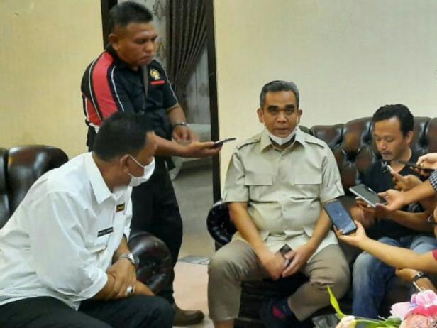 Sekretaris Jenderal (Sekjen) DPP Partai Gerindra, Ahmad Muzani saat dijamu di Rumah Dinas Bupati Pessel