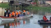 Dirut PT Semmen Padang, Danlantanal II dan Gubernur Sumbar tengah menjajal kapal pemungut sampah bantuan dari Semen Padang