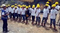 Para siswa SMN 2016 ini diberi arahan saat berada di areal tambang PT Semen Padang.