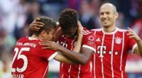 Muller dan Coman merayakan gol kedua Bayern yang lahir dari umpan Coman