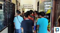 21 Penambang Emas Ilegal Asal Tasikmalaya Jawa Barat Digiring ke Ruang Tahanan Polres Solsel
