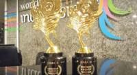 Piala penghargaan Kawa Daun sebagai salah satu minuman terpopuler di Indonesia.