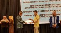 Penerimaan Zero Accident Award 2019 oleh Direktur Produksi Dedi Suptomo yang diberikan oleh Gubernur Sumbar Irwan Prayitno, Kamis (27/6)