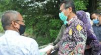Gubernur Sumbar Irwan Prayitno saat meninjau abrasi Batang Agam