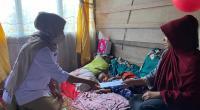 Pengurus DPD Gerindra Sumbar menyerahkan bantuan dari Andre Rosiade kepada keluarga balita tanpa kelamin di Kabupaten Solok.