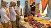 Tim DPD Gerindra Sumbar menyerahkan bantuan pengobatan dari Anggota DPR RI Andre Rosiade kepada penderita kanker payudara di Perumnas Belimbing, Kuranji.