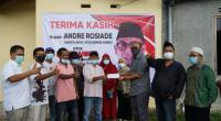 Anggota DPR RI Andre Rosiade menyerahkan bantuan pembangunan lapangan bulu tangkis di Kompleks Perumahan ABI Kayu Kalek, Kelurahan Padang Sarai, Kecamatan Koto Tangah, Kota Padang, Jumat (26/2/2021).