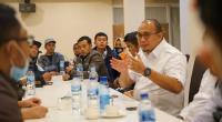 Ketua DPD Partai Gerindra Sumbar Andre Rosiade saat diskusi bersama pengurus DPC Gerindra Bukittinggi Gerindra Bukittinggi dan Fraksi DPRD Bukitttinggi, serta ralawan pemenangan Erman-Marfendi.