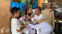 Tim DPD Gerindra Sumbar menyerahkan bantuan dari Ketua DPD Gerindra Sumbar kepada warga Rimbo Kaluang, Padang Barat, Kota Padang.