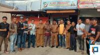 Bupati Pasbar Yulianto bersama rombongan poto dengan anggota Perkumpulan Jurnalis Online.