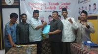 Arkadius menyerahkan draf visi misi bakal calon bupati kepada Ketua DPD PKS Saidani
