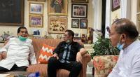 Azwar Anas saat menerima kunjungan Mulyadi-Ali Mukhni di kediamannya, kemarin (8/8)