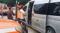 Penyemprotan disinfektan ke kendaraan operasional Humas Pemprov Sumbar