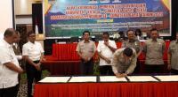 Foto: Kalaksa BPBD Sumbar Erman Rahman menandatangani Perjanjian Kerja Sama Penanggulangan Bencana, Rabu, 26 Februari 2020 di Hotel Pangeran Beach