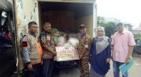 Penyerahan bantuan untuk korban bencana galodo di Nagari Padang Laweh Malalo Tanah Datar