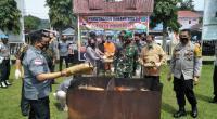 Suasana saat pemusnahan barang bukti ganja kering di Mako Polres Pasaman