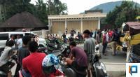 Jalan Nasional Muara Labuh Padang Aro Solsel Saat diblokade warga pada Rabu siang 27/1
