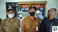 Bupati Solok Selatan Khairunas didampingi Wakil Bupati Yulian Efi dan Humas Incasi Raya Group Monnofri Abdoellah