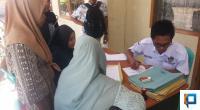 Pelamar calon anggota PPS saat mendaftar di Kantor KPU Pasaman Barat