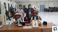 Pasangan Independen Ferizal Ridwan - Nurkhalis usai pencabutan nomor urut di Aula Kantor Bupati tadi malam