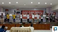Masing-masing pasangan calon bupati dan wakil bupati di Lima Puluh Kota saat melakukan pengundian nomor urut.