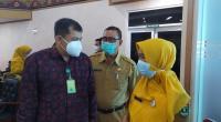 Direktur Pengelolaan Sampah, Direktorat Jenderal Pengelolaan Sampah, Limbah dan Bahan Beracun Berbahaya (PSLB3) KLHK Novrizal Tahar bersama Kadis DLH Sumbar Siti Aisyah